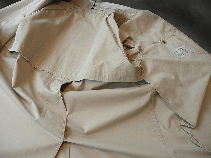 裏地のない、一枚仕立てですので通気性もよく軽く着やすい。ウエイトは冬のバル カラーコートの約半分。