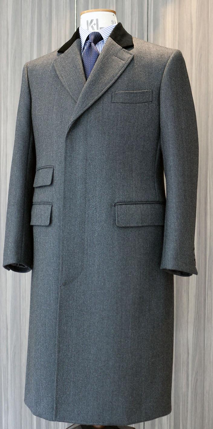 batak オリジナル 新作カバート・コート グレイのヘリンボーン(オリジナルのダブルクロス)。9月より受注開始いたします。